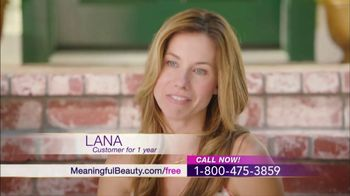 Meaningful Beauty TV Spot, 'Glamour & Glow Duo' Featuring Cindy Crawford - Thumbnail 5