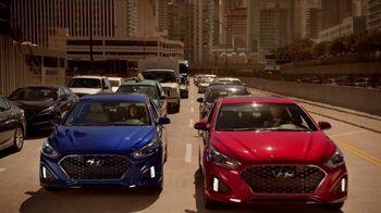 2018 Hyundai Sonata TV Spot, 'Duet: Traffic' Song by Neil Diamond [T2] - Thumbnail 8