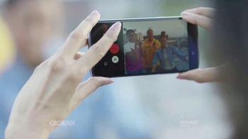 Alcatel IDOL 5 TV Spot, 'Toda la comodidad' canción de Gyom [Spanish] - Thumbnail 7