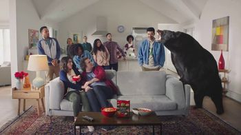 Ritz Crisp & Thins TV Spot, 'Mascota en vivo' [Spanish]