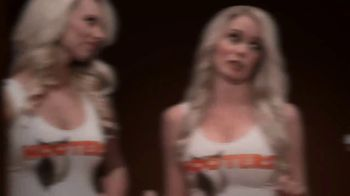 Hooters Smoked Wings TV Spot, 'Girl Shock' - Thumbnail 5