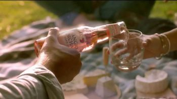 Angry Orchard Rosé TV Spot, 'Cider Lessons Ep. 4: Roses Are Red' - Thumbnail 7