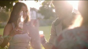 Angry Orchard Rosé TV Spot, 'Cider Lessons Ep. 4: Roses Are Red' - Thumbnail 8