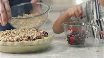 Pyrex TV Spot, 'Berry Pie' - Thumbnail 4