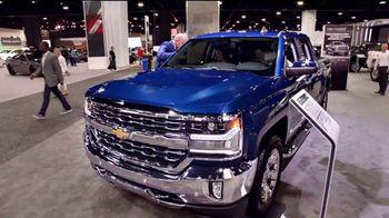 2018 Chevrolet Silverado 1500 TV Spot, 'El auto show' [Spanish] [T2] - Thumbnail 5