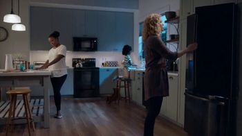 General Electric TV Spot, 'Can't Choose Your Neighbors'