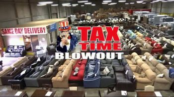 American Freight Tax Time Blowout TV Spot, 'Sectionals and Mattresses' - Thumbnail 1