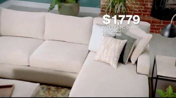 Macy's Presidents' Day Sale TV Spot, 'Furniture and Rugs' - Thumbnail 4