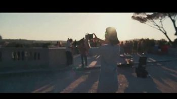 "Chase Sapphire Reserve TV Spot, 'James Corden ""Visits"" Rome' - Thumbnail 7"