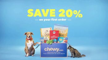 Chewy.com TV Spot, 'Big Bags of Pet Food and Litter, Delivered!' - Thumbnail 10