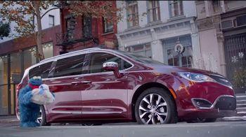 Chrysler Black Friday Sales Event TV Spot, 'Plaza Sésamo' [Spanish] [T2] - Thumbnail 1