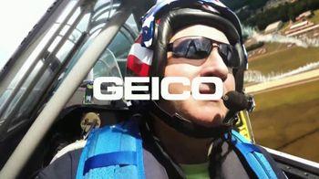 GEICO TV Spot, 'The Gecko Air Show' - Thumbnail 9