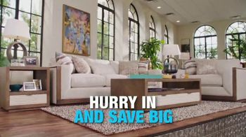 Rooms to Go Holiday Sale TV Spot, 'Cindy Crawford Home' - Thumbnail 9