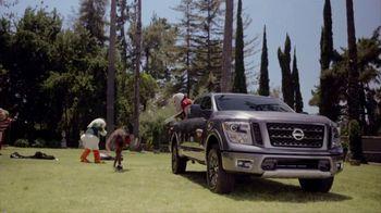 Nissan TV Spot, 'Heisman House: Part Mascot' Featuring Herschel Walker [T1] - Thumbnail 6