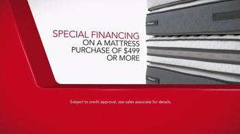 Macy's Spring Mattress Sale TV Spot, 'Queen Mattress Sets' - Thumbnail 5