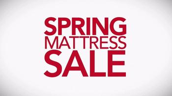 Macy's Spring Mattress Sale TV Spot, 'Queen Mattress Sets' - Thumbnail 1