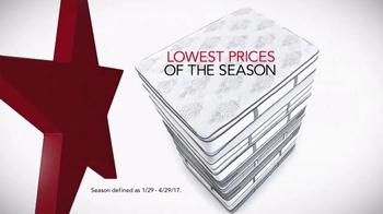 Macy's Spring Mattress Sale TV Spot, 'Queen Mattress Sets' - Thumbnail 2