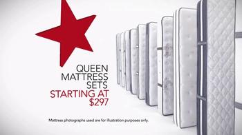 Macy's Spring Mattress Sale TV Spot, 'Queen Mattress Sets' - Thumbnail 4