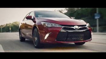 2017 Toyota Camry TV Spot, 'Héroe de mascotas' [Spanish] [T1] - Thumbnail 2