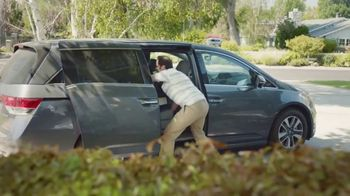 2017 Chrysler Pacifica TV Spot, 'That Guy: Easy Tilt Seating' [T2] - Thumbnail 4
