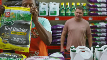 The Home Depot TV Spot, 'Césped verde: Roundup' [Spanish] - Thumbnail 2