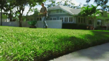 The Home Depot TV Spot, 'Césped verde: Roundup' [Spanish] - Thumbnail 4
