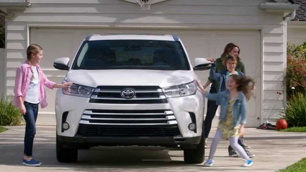 2017 toyota highlander tv commercial 39 family safety. Black Bedroom Furniture Sets. Home Design Ideas