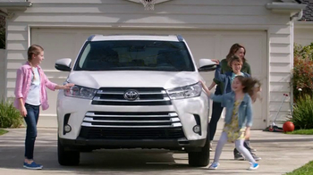 2017 Toyota Highlander TV Spot, 'Family Safety' [T2]