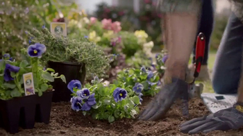 Lowe's Refresh Your Outdoors Event TV Spot, 'The Moment: Perennials' - Thumbnail 5