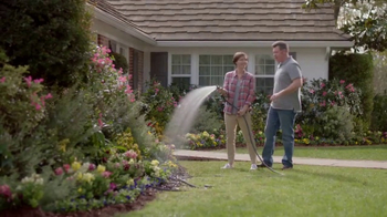 Lowe's Refresh Your Outdoors Event TV Spot, 'The Moment: Perennials' - Thumbnail 6