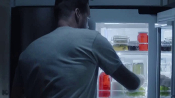 LG InstaView Door-in-Door Refrigerator TV Spot, 'Midnight Snack' - Thumbnail 7
