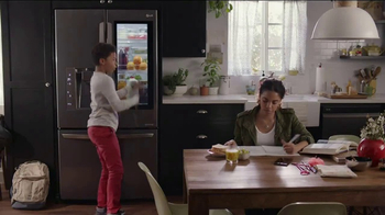 LG InstaView Door-in-Door Refrigerator TV Spot, 'Knock Knock' - Thumbnail 2