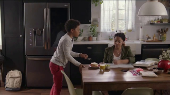 LG InstaView Door-in-Door Refrigerator TV Spot, 'Knock Knock' - Thumbnail 7