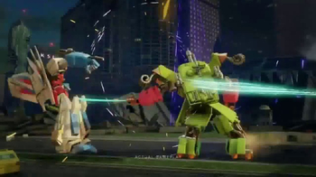 TRANSFORMERS: Forged to Fight TV Spot, 'Street Battle' - Thumbnail 6