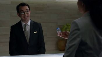 Hotels.com TV Spot, 'Tiny Water' - Thumbnail 8
