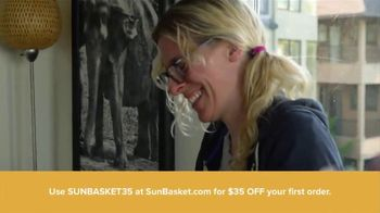Sun Basket TV Spot, 'Healthy Recipes to My Door' - Thumbnail 6