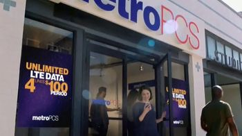 MetroPCS Unlimited LTE Data TV Spot, 'Cake' - Thumbnail 6