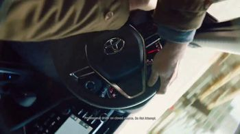 2018 Toyota Camry TV Spot, 'Thrill' Song by Queen [T1] - Thumbnail 7
