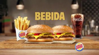 Burger King King Savings TV Spot, 'Dos hamburguesas con queso' [Spanish] - Thumbnail 3