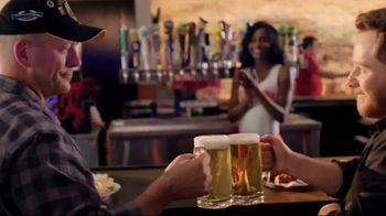 Hooters TV Spot, 'Race Day in America' Featuring Chase Elliott - Thumbnail 7