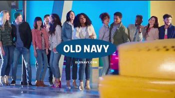 Old Navy Jeans TV Spot, 'Dile hola a los nuevos jeans' [Spanish] - Thumbnail 9