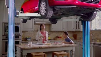 Meineke Car Care Centers TV Spot, 'Kitchen Lift: Oil Change'