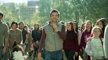 DishLATINO TV Spot, 'Las familias latinas' con Eugenio Derbez [Spanish] - Thumbnail 7