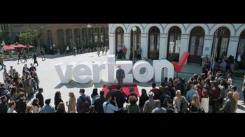 Verizon TV Spot, 'Awards: Android' Featuring Thomas Middleditch - Thumbnail 8