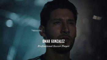 Modelo Especial TV Spot, 'Fighting for the Beautiful Game' Featuring Omar Gonzalez - Thumbnail 6
