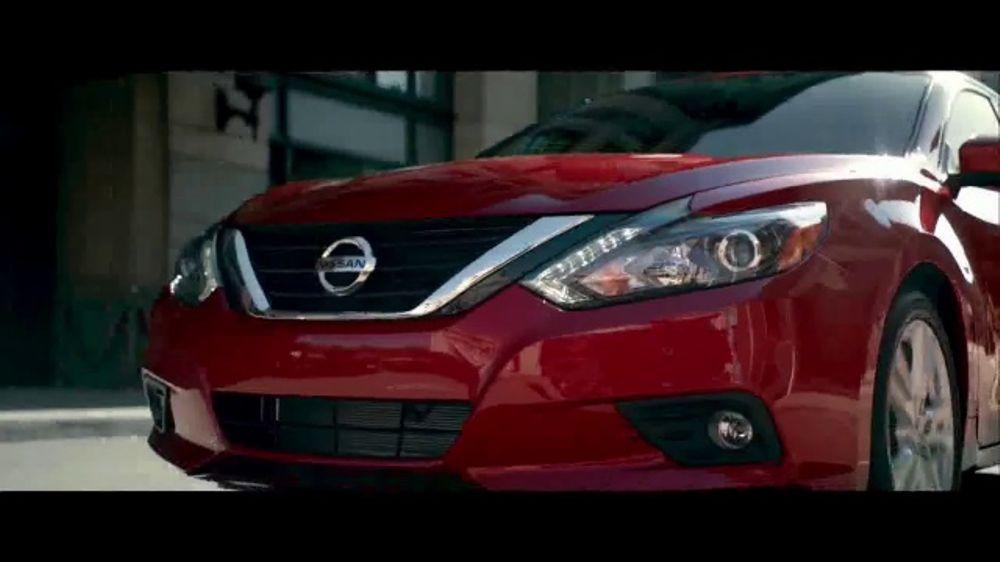 Nissan Make the Move Sales Event TV Commercial, 'Bonus Cash: Rogue & Altima' [T2]