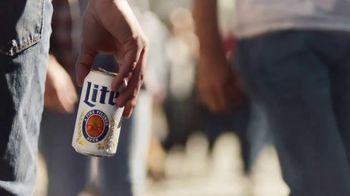 Miller Lite TV Spot, 'Enjoy Another (Street Fair) SL' [Spanish] - Thumbnail 2