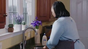 Aveeno Skin Relief TV Spot, 'A Moment for Me' Featuring Angela Davis - Thumbnail 4