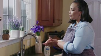 Aveeno Skin Relief TV Spot, 'A Moment for Me' Featuring Angela Davis - Thumbnail 5