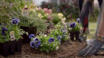 Lowe's TV Spot, 'Gardening Gene: Hanging Baskets or Planters' - Thumbnail 6